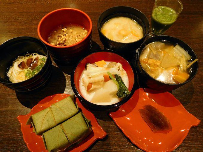 朝食には、興福寺で特別な日に食べる伝統のお汁を