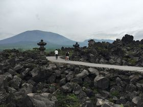 一度は行ってみたい場所!折り重なる奇岩に驚く群馬「鬼押出し園」|群馬県|トラベルjp<たびねす>