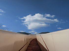 不思議な空間に迷い込む・非日常のアートの世界へ~岐阜県養老郡 養老天命反転地~|岐阜県|トラベルjp<たびねす>
