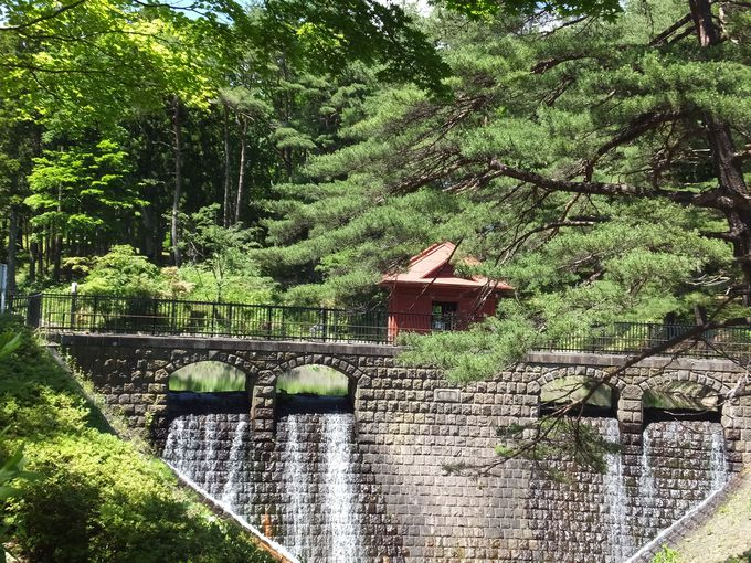 釜臥山の麓、大湊の重要文化財
