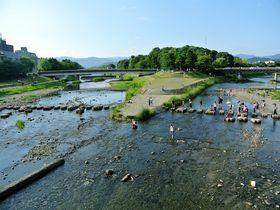 スタバも川床!癒しスポット満載の京都・鴨川をゆったり散歩|京都府|トラベルjp<たびねす>