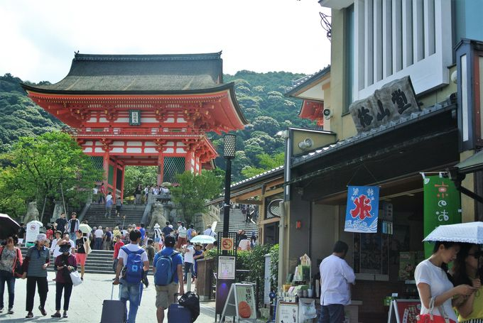 清水寺へのメインストリート「清水坂」
