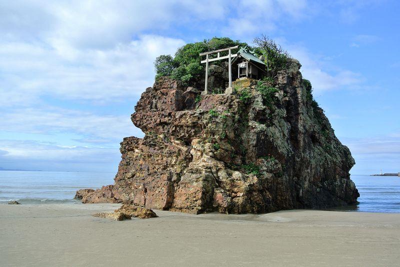全国の神様が上陸するパワースポット!島根「稲佐の浜」で神話を体感