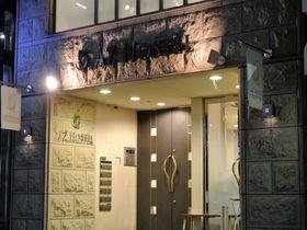 大阪「AZ HOSTEL」清潔感たっぷりのクールなゲストハウス|大阪府|トラベルjp<たびねす>