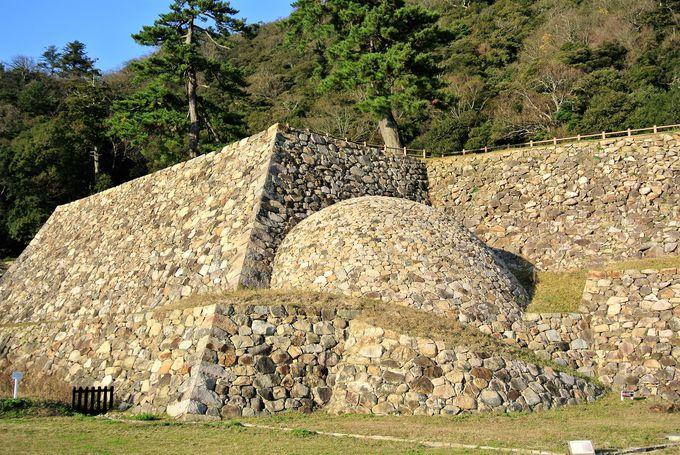 珍しい石垣が残る「鳥取城」