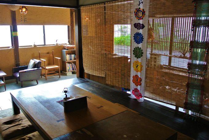 港町の温泉街にある超開放的ゲストハウス!島根「廻屋」