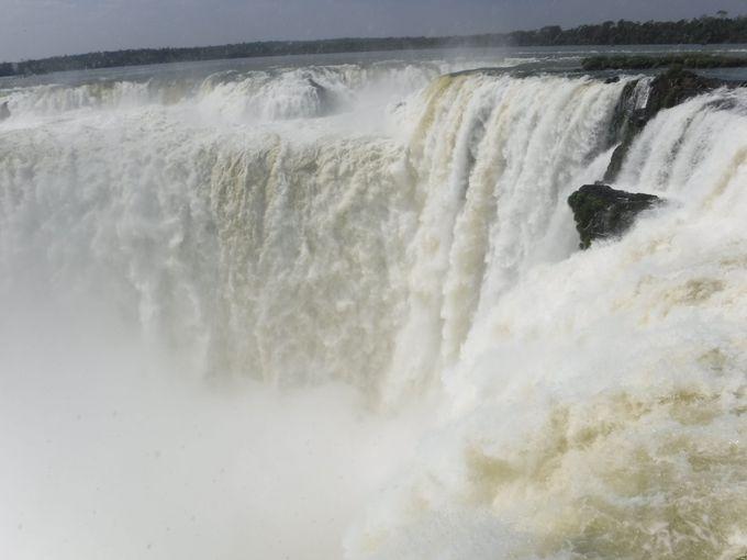 1、落差82メートル!イグアス最大の「悪魔の喉笛」を目の前で眺めよう!