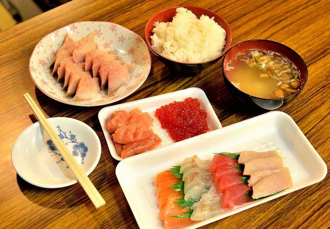 飲んだ翌朝は「陸奥湊駅前朝市」で新鮮魚介類たっぷりの朝ごはんを