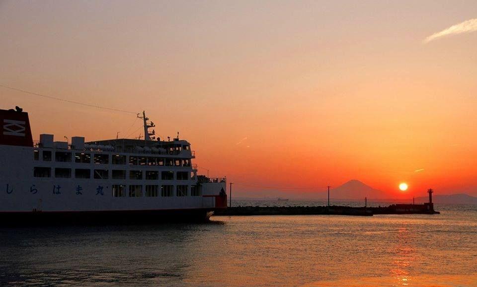 朱に染まる東京湾の絶景を独り占めできるサンセットクルージング