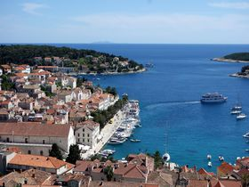 碧きアドリア海の隠れ家リゾート!クロアチア・フヴァル島