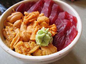 北海道積丹町の絶品夏グルメ!食事処「鱗晃」のウニ丼と海の幸|北海道|トラベルjp<たびねす>