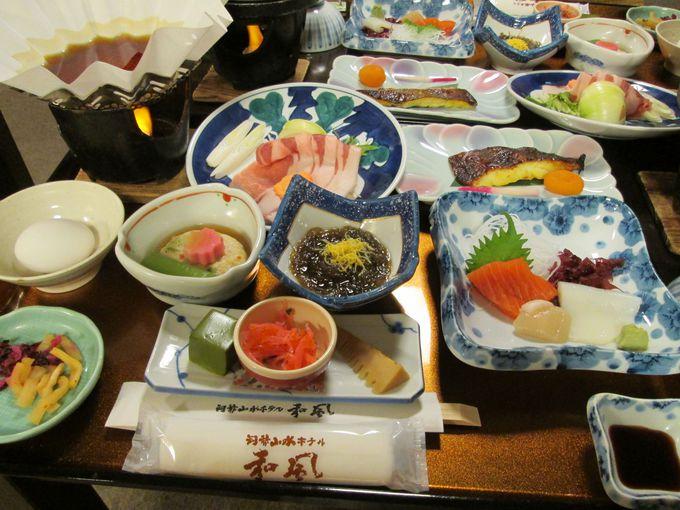 地元の食事をふんだんに使った和食中心の献立が魅力