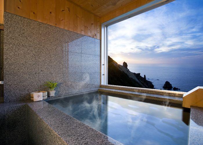 「ノイシュロス小樽」は全室オーシャンビューで客室露天風呂つき!