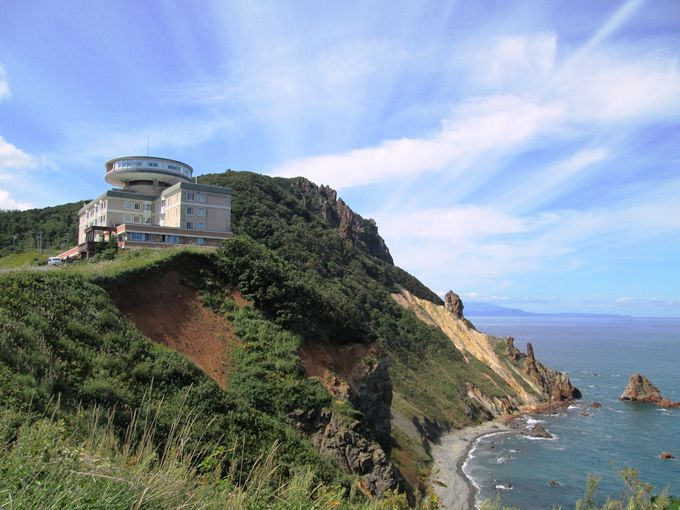 岬の先端に建つ洋風ホテルはまるで西洋のお城のような雰囲気
