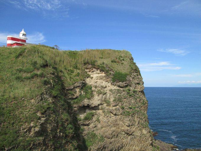 高島岬から見る「トド岩」と「日和山灯台」