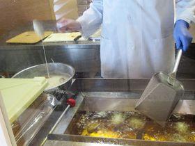 北海道定番銘菓を買おう!「わかさいも本舗洞爺湖本店」の魅惑のお菓子|北海道|トラベルjp<たびねす>