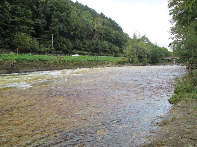 大自然に囲まれた北湯沢温泉「ホロホロ山荘」