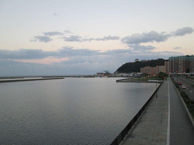 潮風が心地よい散策路「築港臨海公園」