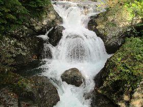 渓流の癒しスポット!北海道伊達市「三階滝公園」「白絹の床」|北海道|トラベルjp<たびねす>
