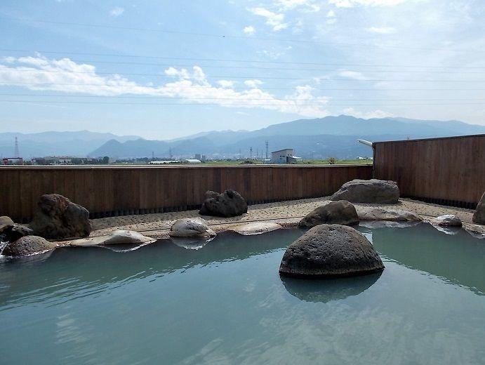 屋根がない!囲いも最低限!開放感満点の露天風呂が最高!!