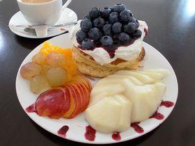 山形の果物てんこもりパンケーキ!「フルーツカフェ・ルレーヴ」は果樹園カフェ|山形県|トラベルjp<たびねす>