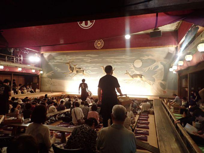 和洋折衷の内装は「東洋一の芝居小屋」ならでは