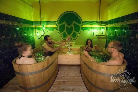 ハンガリーの温泉で樽生ビール飲み放題!セーチェーニ温泉のビールスパ