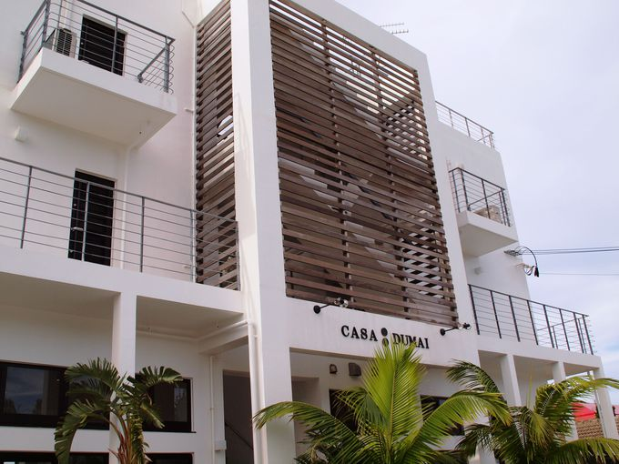 沖縄北部今帰仁の村落にある小さなホテル