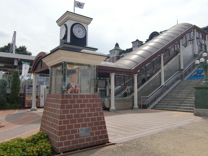 深谷駅を見つめる渋沢栄一像