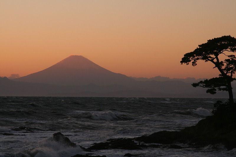広重も描いた名勝、秋谷・立石海岸