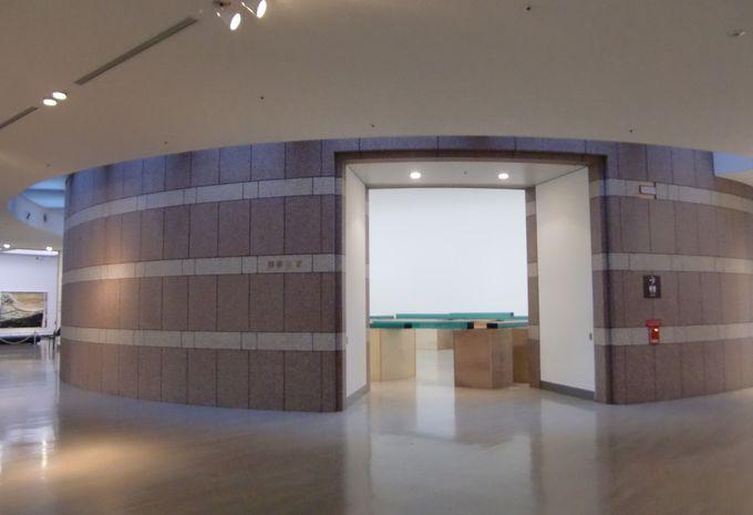3つ円形の展示空間