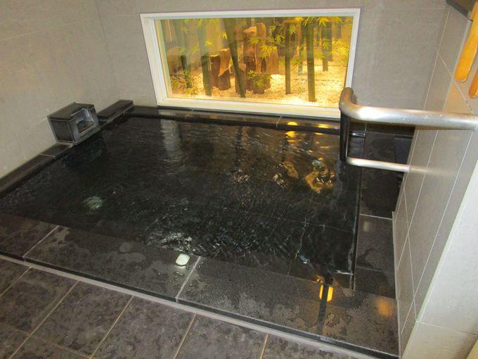 旅の疲れは大きなお風呂でゆったりと。女性に人気の高い人工炭酸泉の浴場