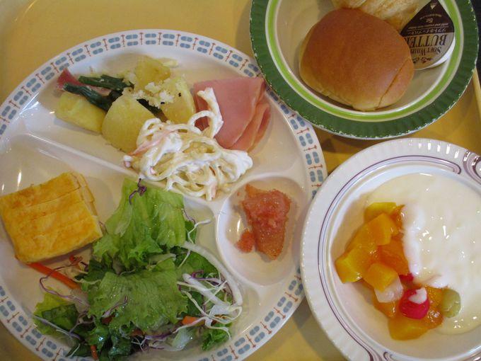 健康にも気を使った美味しい朝食が大人気!日替わりメニューの種類も味も大満足