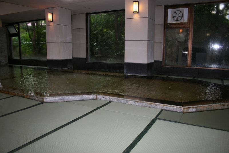 畳のお風呂はW美肌の湯!福岡・原鶴温泉「ホテルパーレンス小野屋」