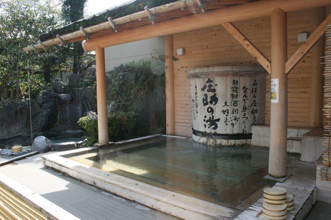 自由に入れる10種の露天風呂と7種の貸切風呂が人気