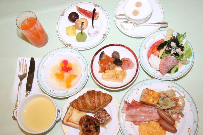 九州産の食材を使った100種類のメニューで大人気の朝食