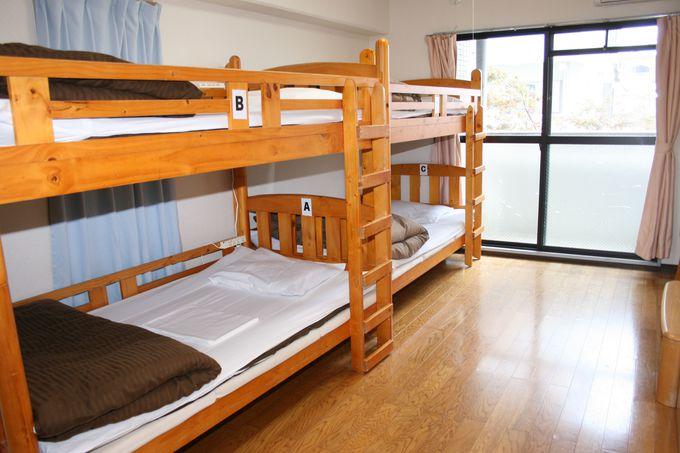清潔感のあるフローリングと広いゆとりある客室