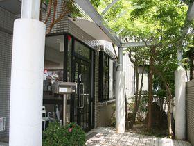 テラスハウスのようなドミトリー!福岡市「ゲストハウス ホコロビ」|福岡県|トラベルjp<たびねす>