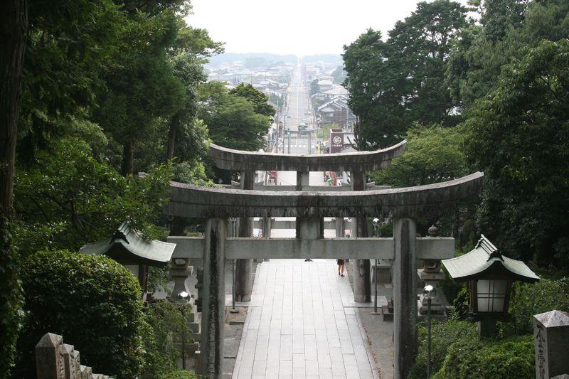 """嵐のCM""""光の道""""でファンの聖地に!福岡県「宮地獄神社」"""