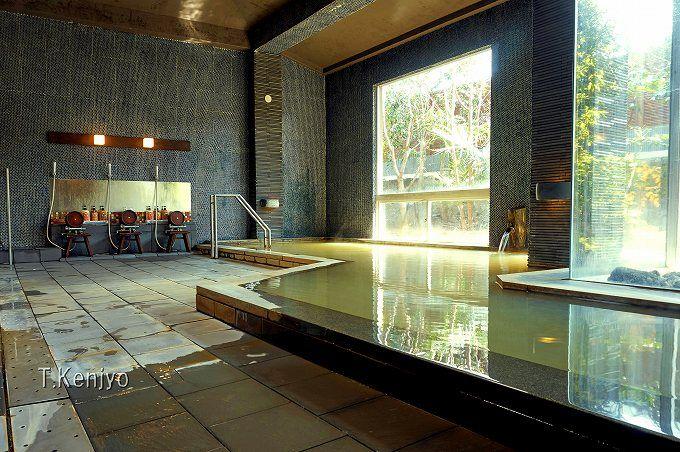 """温泉は源泉100%かけ流しで毎日換水。貸切風呂も大浴場も両方堪能してこそ分かる""""泉質の良さ"""""""
