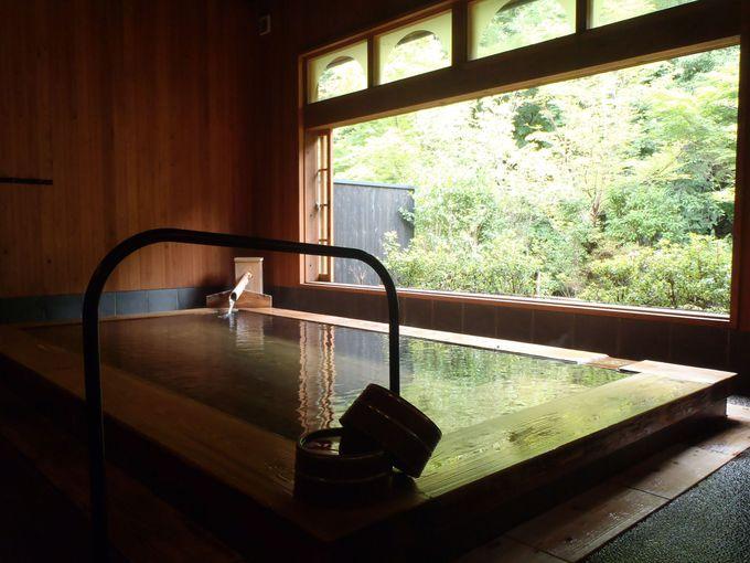 開放感抜群の絶品内湯!黒川温泉「山みず木別邸 深山山荘」はヒノキと小国杉の浴室