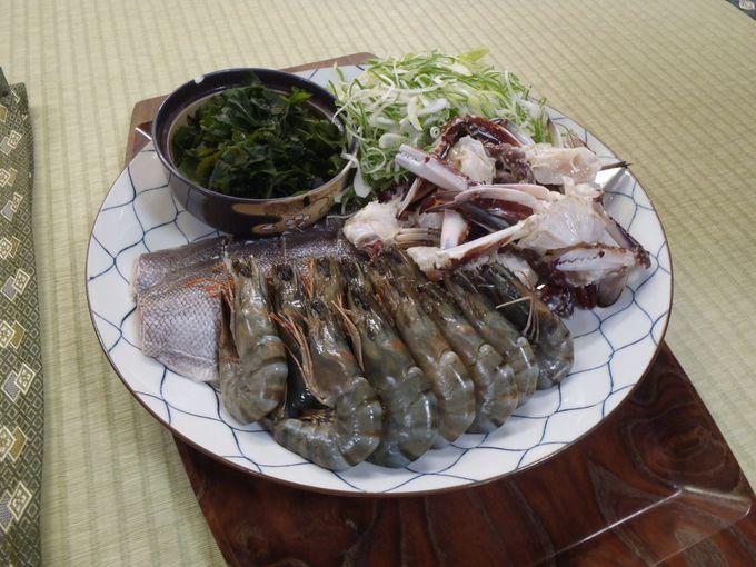 夕食は海の幸満載! 別注文の「石焼料理」は海の幸のダシが凝縮された絶品の味覚!