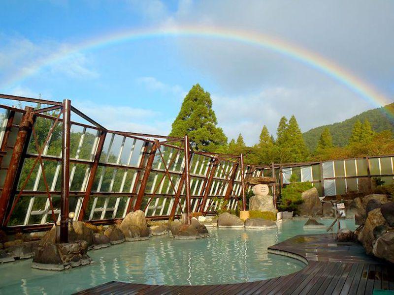 まるで温泉テーマパーク!鹿児島「霧島いわさきホテル」で白濁硫黄泉と秘湯情緒を満喫