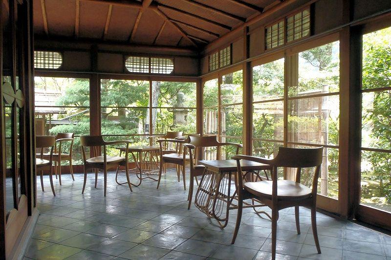 文化財の名建築!山水園の本館は厳格でありながらも遊び心を感じる空間
