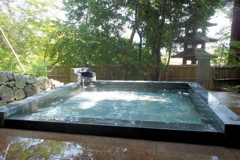 山水園の外湯「翠山の湯」は源泉かけ流しにこだわった滑らかで上品なお湯!
