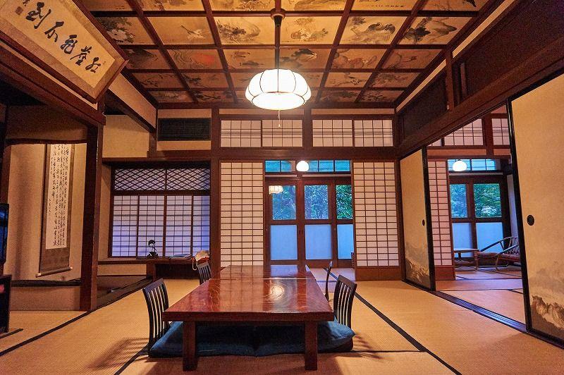 「萬翠楼福住」は現役旅館初の重要文化財。天井画で有名な15号室は圧巻の風格と落ち着きある空間