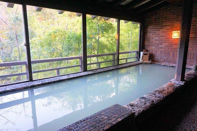 「民芸モダンの宿 雲仙福田屋」は色が変化する本物の温泉。固定ファンも多い上質湯!
