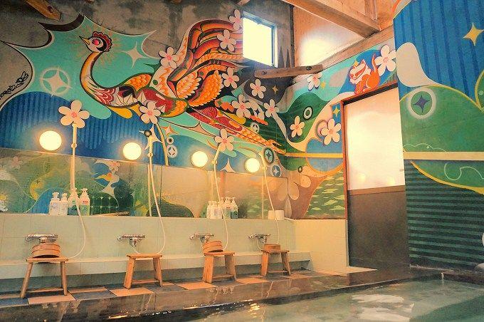 洗い場側のアニメチックな壁画がカワイイ!