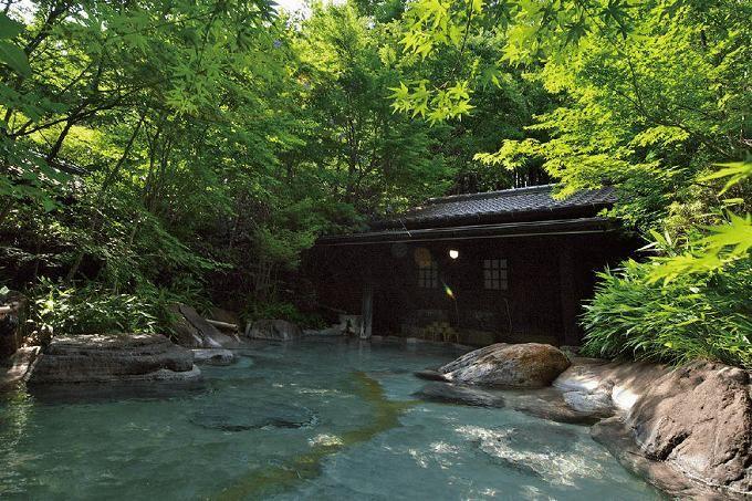 小国町は温泉も充実!「天句松 裕花」は広葉樹に囲まれた優雅な露天が魅力