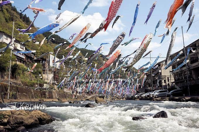 杖立温泉の「鯉のぼり祭り」は4月からGWまでの期間限定イベント!